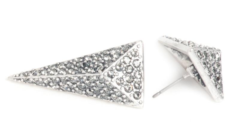 Серьги Треугольник(1032-2068)Серебряная стрела<br>Arts&amp;Crafts, Норвегия<br>Геометрические формы, треугольники, острые края и переливающиеся камни создают утонченный и в то же время современный образ. Украшения из это коллекции добавят остроты вашим нарядам. Тонкий дизайн и прекрасное качество этих изделий откроют вам новое измерение шика.<br> Ширина треугольника 1,3 см. Длина 3 см.<br>