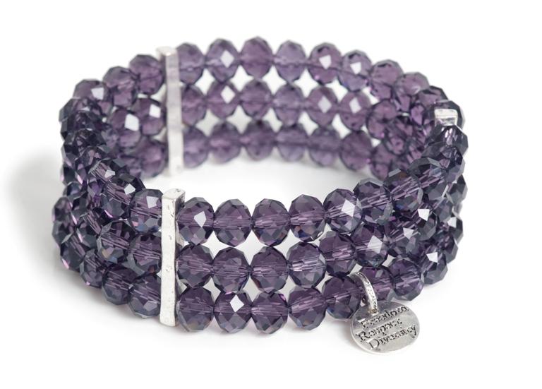 Браслет(3018-0283)Бижутерия Mix<br>Arts&amp;Crafts, Норвегия<br>Браслет из сверкающих стеклянных бусин пурпурового цвета. Станет украшением для многих стилей.<br>