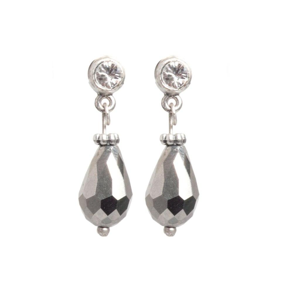 Серьги(1032-2205)Бижутерия с жемчугом<br>Arts&amp;Crafts, Норвегия<br>Жемчуг — это вечная классика! Коллекция сочетает в себе пресноводные жемчужины и модный, современный дизайн. <br><br>Материалы: оригинальное литье A&amp;C, покрытое серебром, пресноводный жемчуг, стеклянные жемчужины, кристаллы Swarovski и стекло ручной огранки.<br>Длина серег 2, 5 см<br>