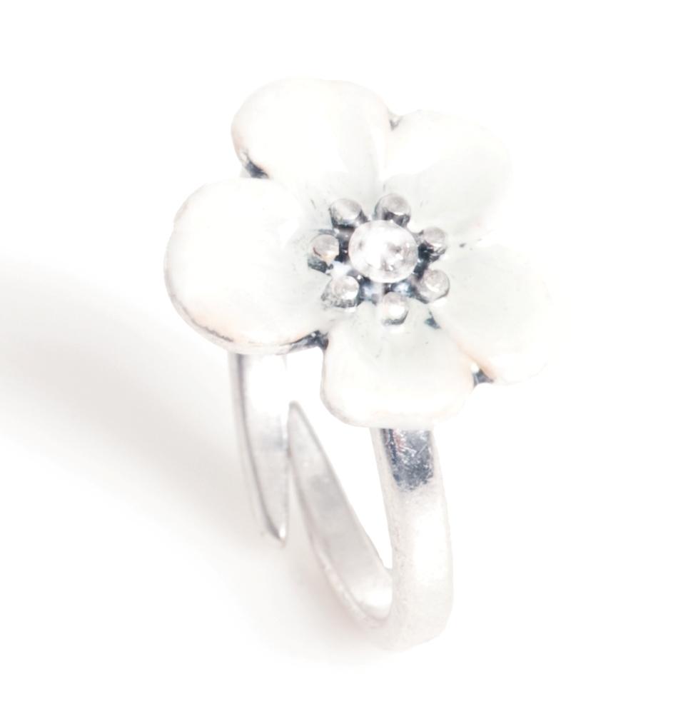 Кольцо(4032-0421)Летние мечты<br>Arts&amp;Crafts, Норвегия<br>Кольцо в форме цветка с вручную нанесенной белой эмалью и кристаллом Сваровски. Размер цветка 2 см<br>