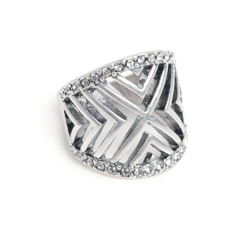 Кольцо(4032-0522)Угол<br>Arts&amp;Crafts, Норвегия<br><br>Авторский дизайн, ручная работа, ограниченный выпуск.<br><br><br>Кольцо выполнено из гипоаллергенного сплава, покрыто серебром. В качестве декора использованы стразы Swarovski.<br>размер   18,5<br>