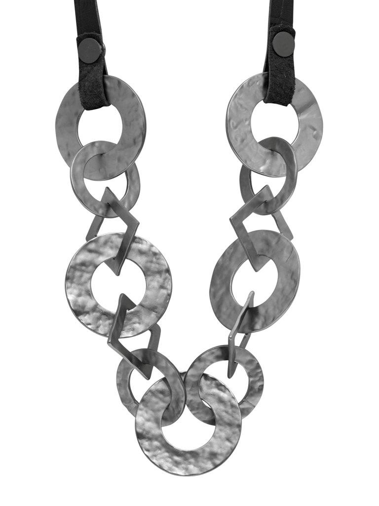 Колье на кожаном шнурке(9C909)Paloma<br>Дания, Dansk Smykkekunst<br><br>Длина колье 60 см<br>