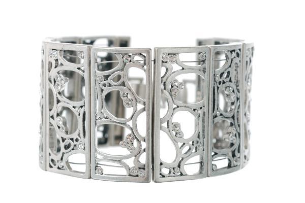 Браслет(3032-0472)Пузырики<br>Браслет изготовлен из специального сплава покрытого серебром 925 пробы. Для декора использованы стразы Swarovski. Не содержит никеля и других аллергенных металлов<br>