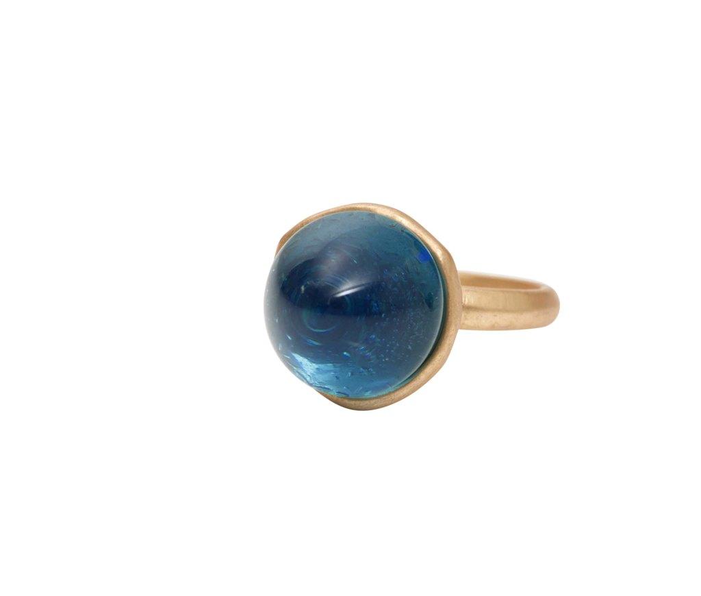Кольцо(1c385)Бижутерия с искусственным обсидианом<br>Дания, Dansk Smykkekunst<br><br>Гипоаллергенный сплав, покрытый золотом<br>Размер кольца 17 и 19<br>