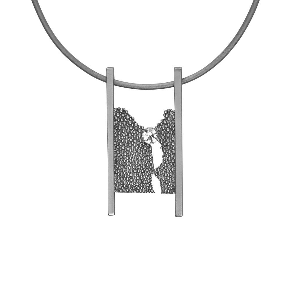 Колье(9C180)Siobhan<br>Дания, Dansk Smykkekunst<br><br>Гипоаллергенный сплав, покрытый  серебром, стразы Swarovsky,<br><br>Длина колье 45см<br>