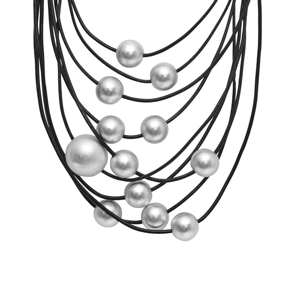 Колье(9C226)Sonya<br>Дания, Dansk Smykkekunst<br><br>Гипоаллергенный сплав, покрытый  серебром; кожа<br><br><br>Длина колье 45 см<br>