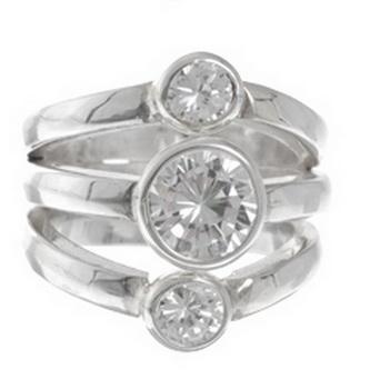 Кольцо из серебра 925 пробы с фианитами.(4027-0456)Модерн<br>Кольцо размер 19<br>