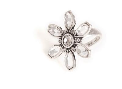 Кольцо(4032-0301)Цветочки<br>Кольцо с регулируемым размером,  выполнено из ювелирного сплава покрытого серебром 925 пробы. Для декора использованы стразы Swarovski. Диаметр 3 см.<br>
